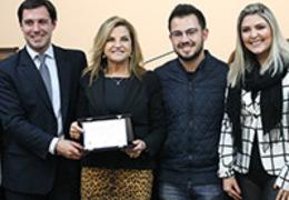 Emoção marca homenagem ao FESTURIS Gramado e Rossi & Zorzanello na Câmara de Vereadores